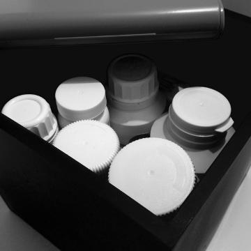 Pillenpackungen und Pillendose